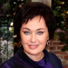 Лариса Гузеева снова побывала у пластического хирурга, считает профессионал