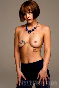 Кристина Риччи впервые показала грудь после пластики