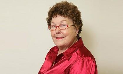 Женщине с первой силиконовой грудью исполнилось 80 лет