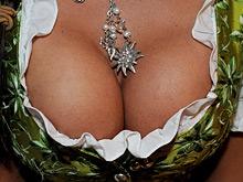 Увеличив грудь, можно улучшить интимную жизнь, показал опрос