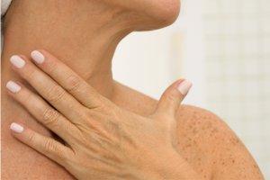 Как подтянуть кожу шеи без пластической операции?
