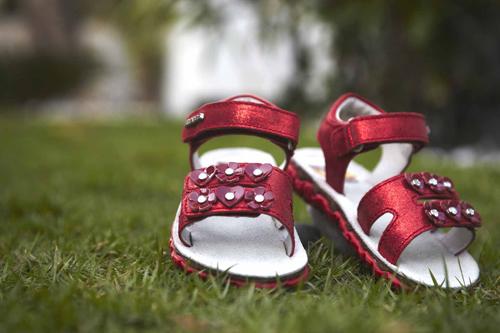 Как выбрать детскую обувь безопасную для здоровья?
