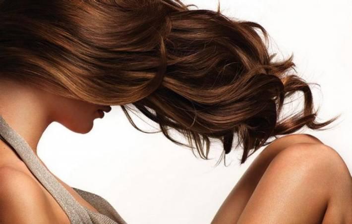 Косметологи: 5 способов укрепления волос осенью
