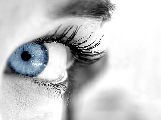Имплантаты меняют цвет глаз