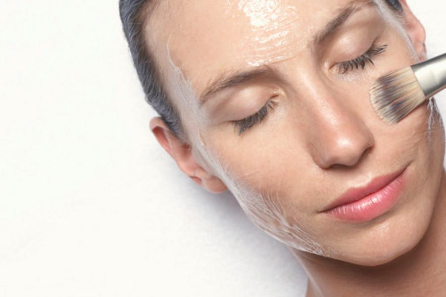 Какие маски для лица помогут привести в порядок жирную кожу