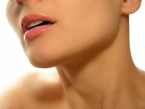 Как ежедневно очищать кожу шеи