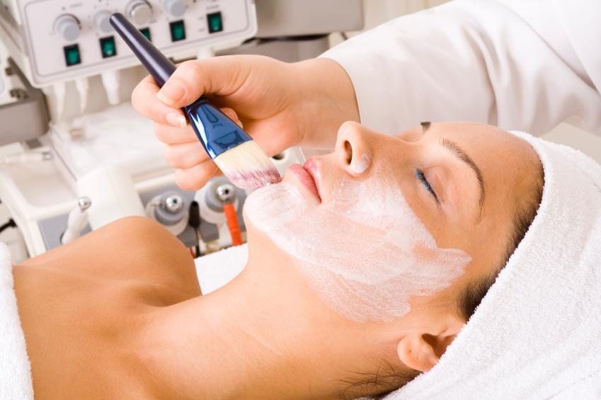 Как делать легкий пилинг кожи лица