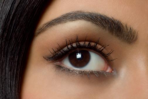 Правила макияжа: коррекция бровей