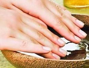 Как сохранить кожу рук молодой