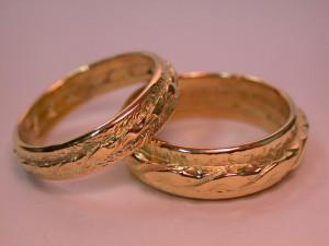 Золотые кольца  —  символ равновесия Вселенной