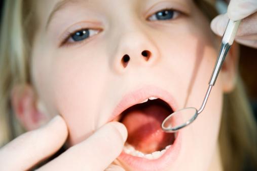 Лечим зубы малышу: каким должен быть хороший стоматолог?