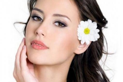 Процедура косметической чистки лица