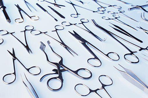 Медицинская одежда и инструменты