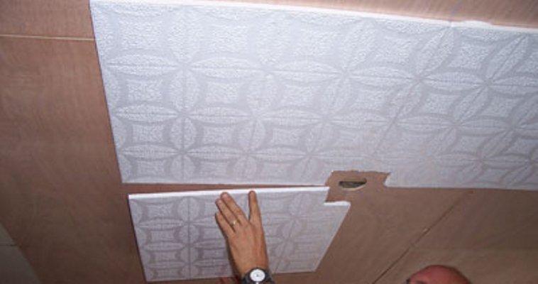 Популярный способ наклеивания потолочной плитки