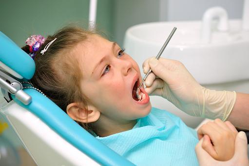 Как облегчить боль у ребенка при прорезывании зубов