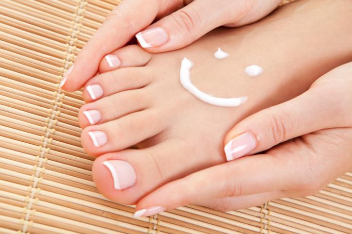 Шелушение кожи на ногах: как с этим бороться