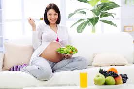 Как правильно питаться будущей маме?