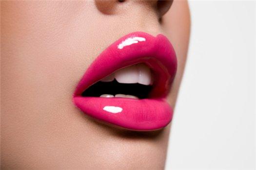 Стойкая губная помада: плюсы и минусы