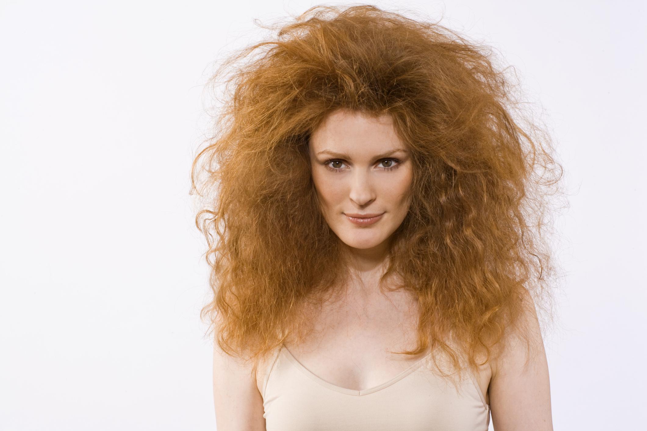 Кудрявые и пушистые волосы прически фото