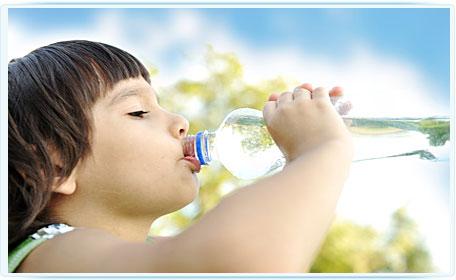 Пить или не пить воду ребенку?