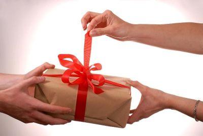 Каким подарком удивить жену?