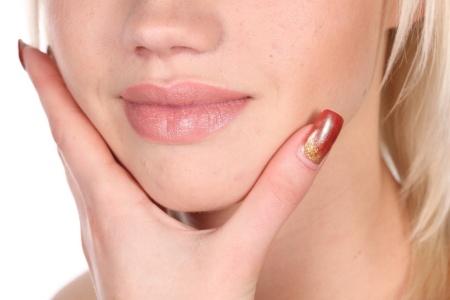 Ухаживаем за обветренными губами: что советуют специалисты