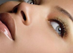 Как скрыть темные круги под глазами с помощью косметики
