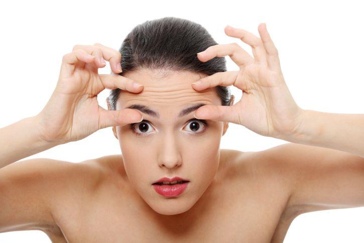 Как уменьшить морщины в области декольте и шеи