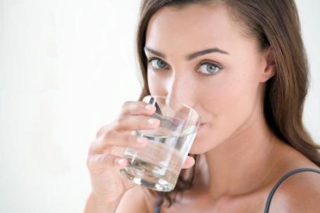 Почему для женского организма так важна вода?