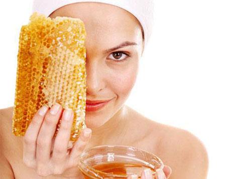 Чем полезна медовая маска для лица