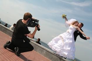 Как выбрать фотографа и оператора для свадебной съемки?