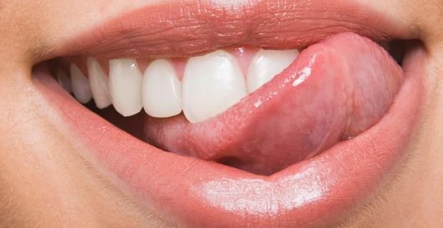 Как придать белизну зубам в домашних условиях?