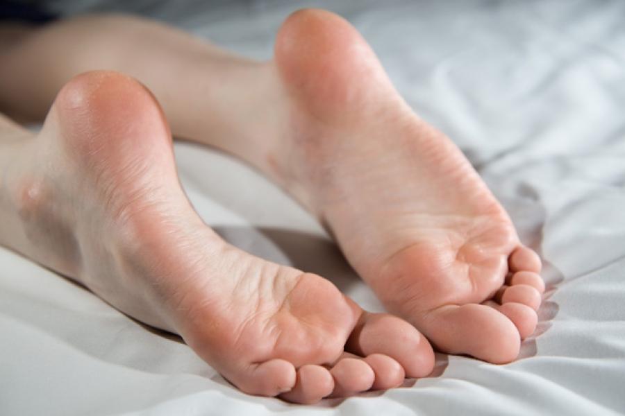 Женские подошвы ног можно!)))