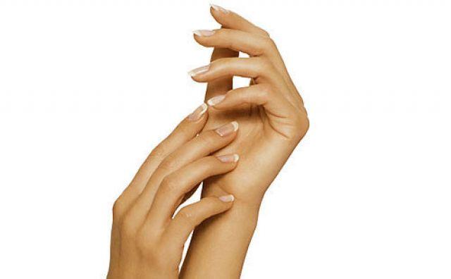 Уход за руками: красим ногти хной