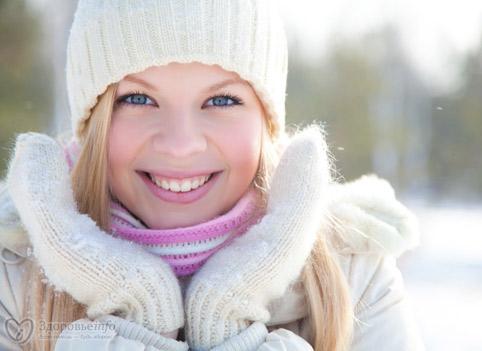 Зимой кожу надо увлажнять жирным кремом