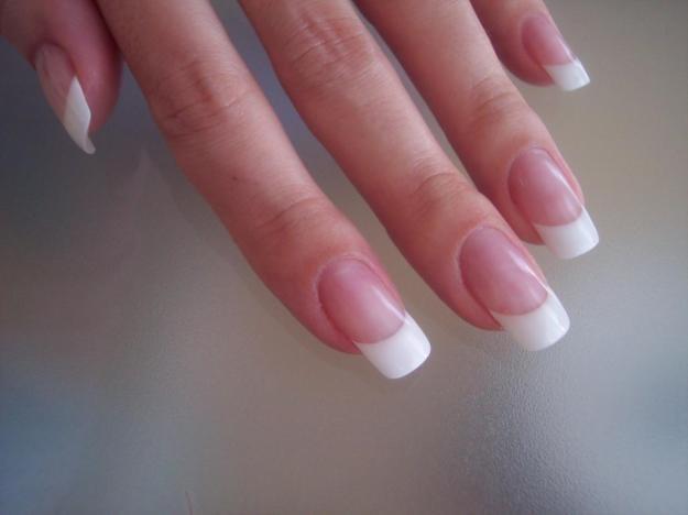 Наращивание ногтей: плюсы и минусы процедуры