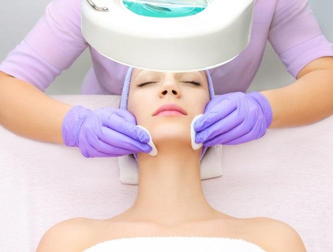 Химический пилинг лица: 5 советов косметологов