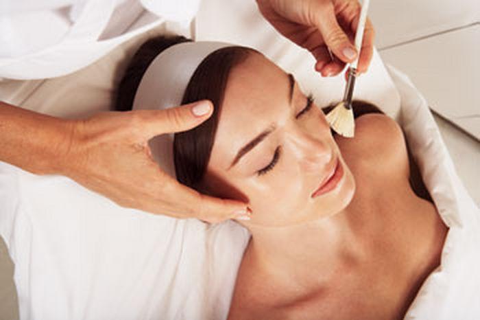 Пилинг: процедура для обновления кожи и предупреждения морщин