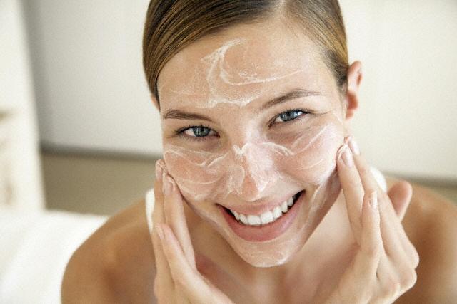 Особенности применения средств по уходу за кожей лица