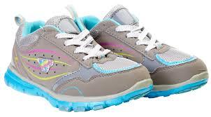 Современная спортивная обувь для девочек