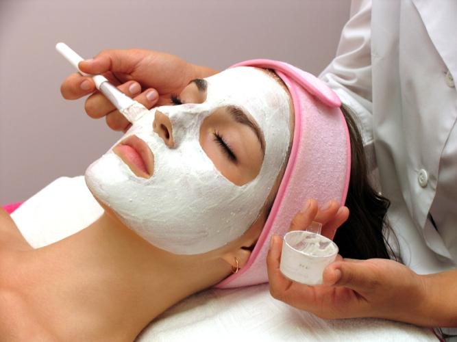 Своевременное обращение к косметологу — залог молодости, утверждают эксперты