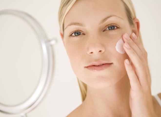 Гормональный крем для лица: за и против