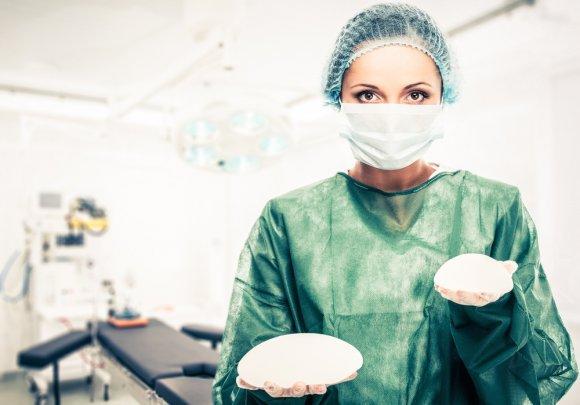 Маммопластика: как хирургия решает проблемы с формой молочных желез