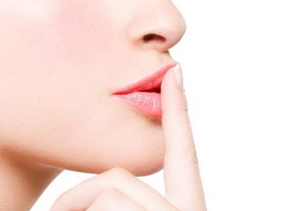 Как приготовить увлажняющее средство для потрескавшихся губ?