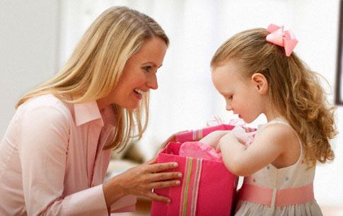 10 лучших подарков для дочери