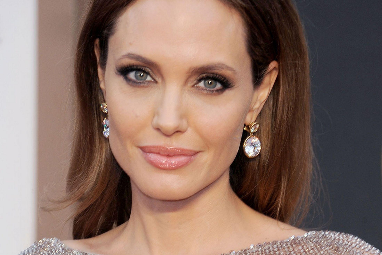 Пластические хирурги отказали Анджелине Джоли в операции