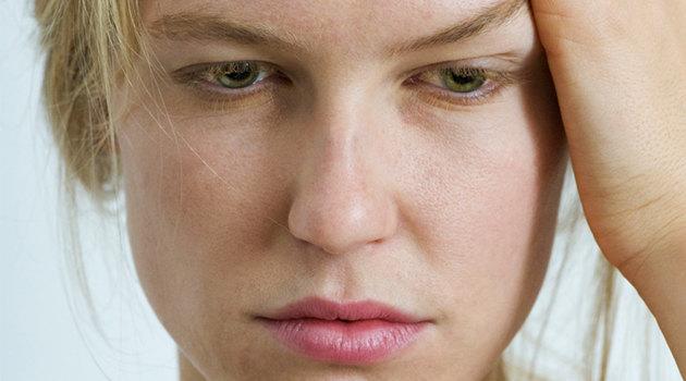Как убрать мешки под глазами: домашние и салонные процедуры