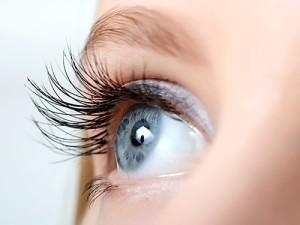 Жительнице Челябинской области повредили глаз во время пластической операции