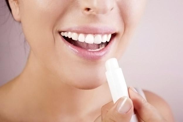 Как ухаживать за губами, чтобы они были красивыми в любое время года