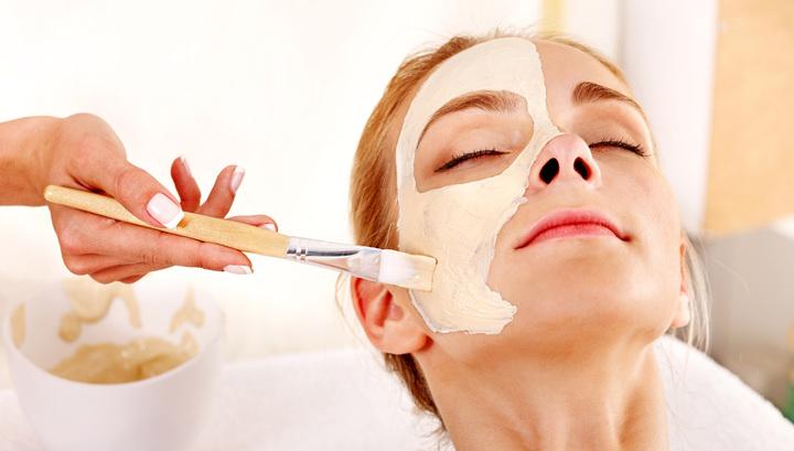 Дешево, удобно, но рискованно: чем опасны тканевые маски для лица